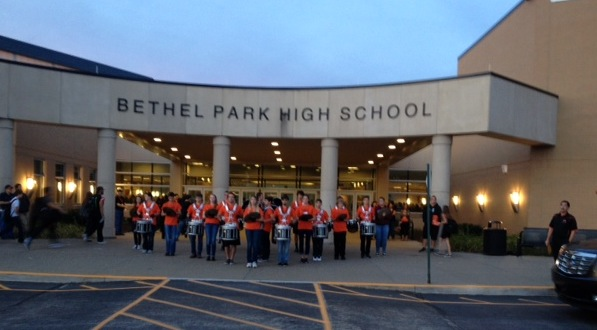 Bethel Park Drumline and Bethettes perform in honor of homecoming weekend