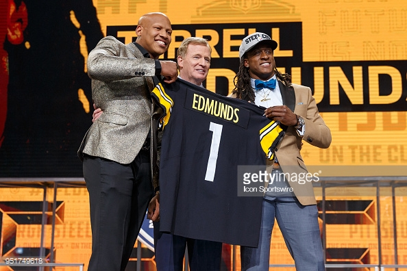 ARLINGTON, TX - APRIL 26: Pittsburgh Steelers linebacker Ryan Shazier took the stage to announce the Pittsburgh Steelers' 28th overall pick Virginia Tech Safety Terrell Edmunds during the first round of the NFL Draft on April 26, 2018 at AT&T Stadium in Arlington, TX. (Photo by Andrew Dieb/Icon Sportswire)