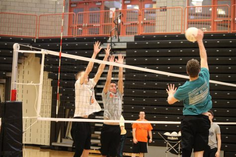 Girls' vb digs deep to upset Raiders