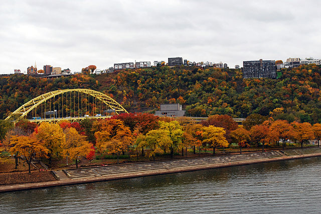 SHOWING+OFF+THEIR+FALL+COLORS%2C+trees+line+the+river+at+Point+State+Park.