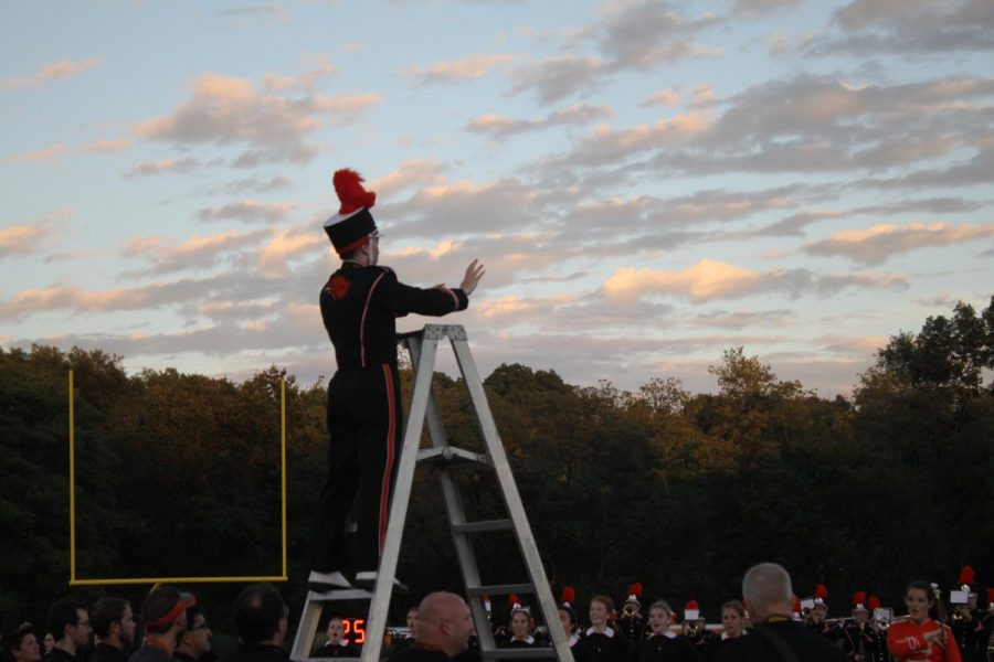 WITH+OUTSPREAD+ARMS%2C+senior+student+director+Sara+Bucci+conducts+the+marching+band+at+the+Homecoming+football+game+on+Friday%2C+Sept.+14.