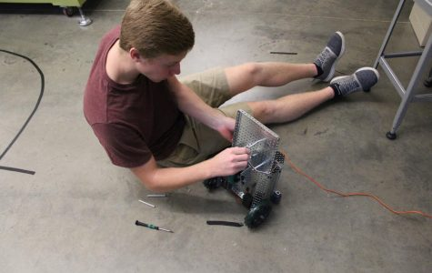Slideshow: CIM students construct robots