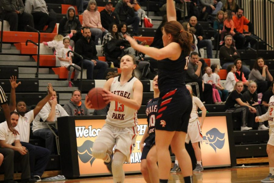 Maddie+Dziezgowski+goes+up+for+a+layup+in+Bethel%27s+game+vs.+Shaler+on+Feb.+9.