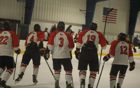 Hockey finishes 2-1 at Showcase