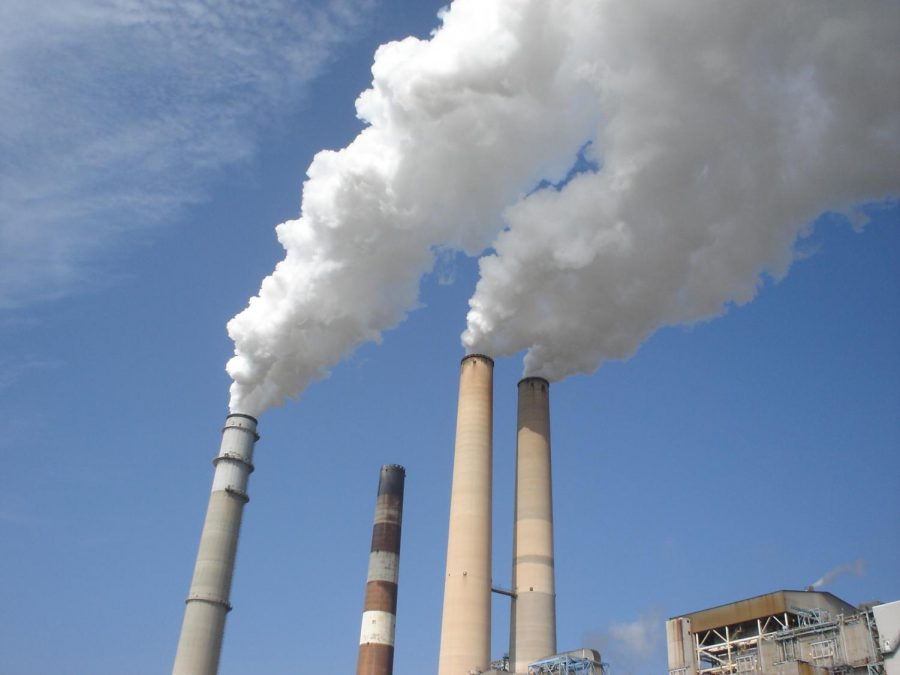 Power+plant+releasing+smoke+that+contains+greenhouse+gas