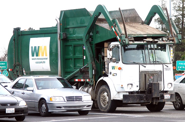 A+standard+Waste+Management+Inc.+front-loading+garbage+truck+in+San+Jose%2C+California