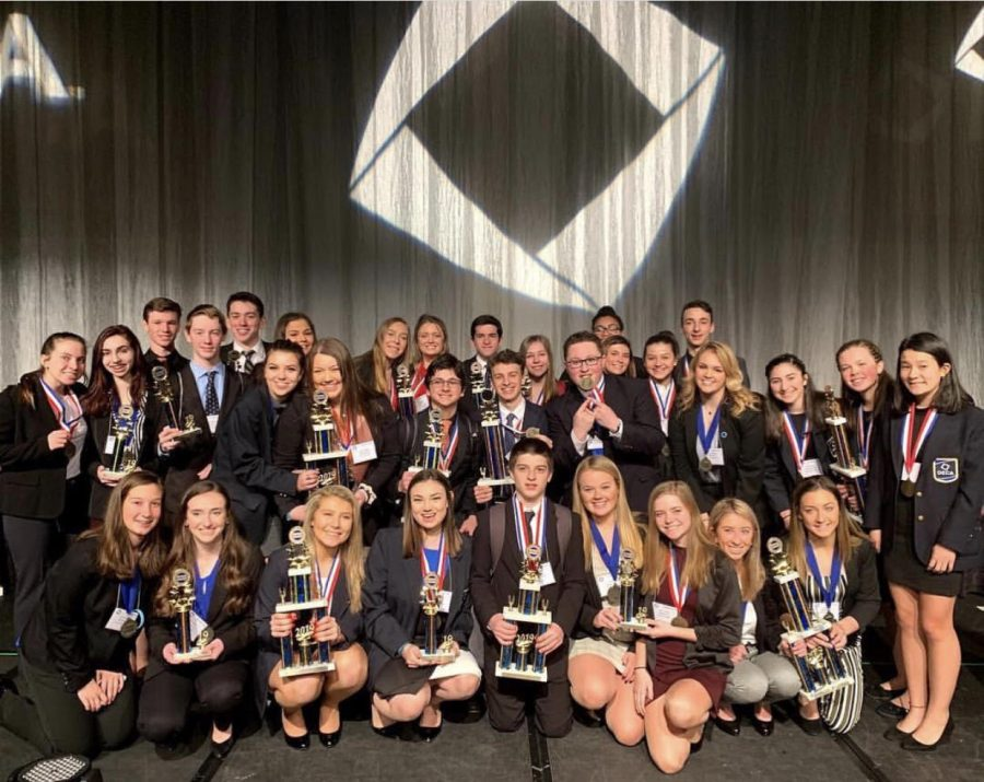 DECA finalists pose for a pic at the State Conference.