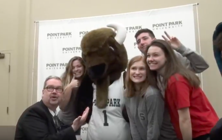 Journalism+students+along+with+Mr.+Knapp+pose+for+a+pic+with+Point+Park+mascot+Black+Diamond+II+the+Bison.