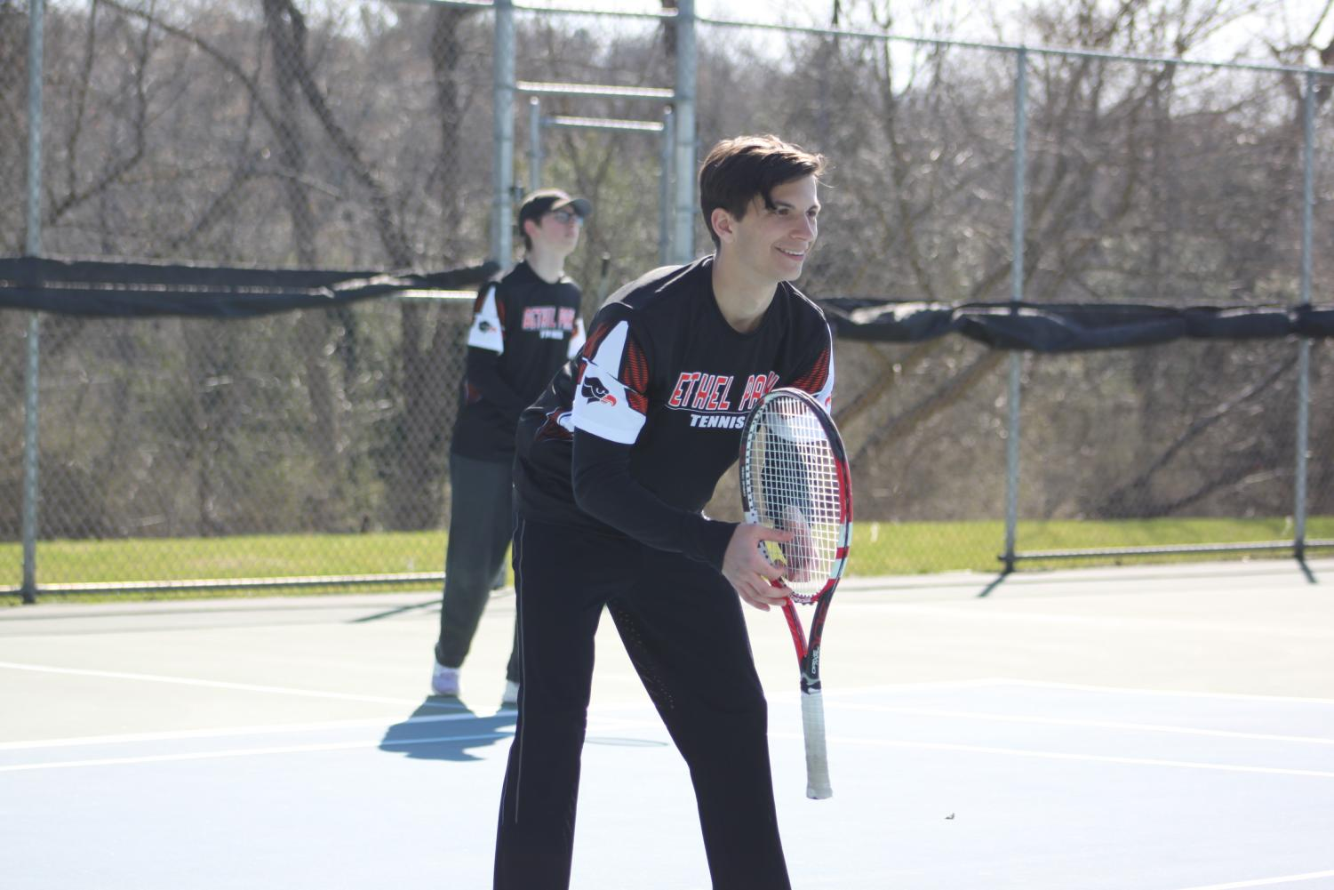 Andrew+getting+ready+to+volley