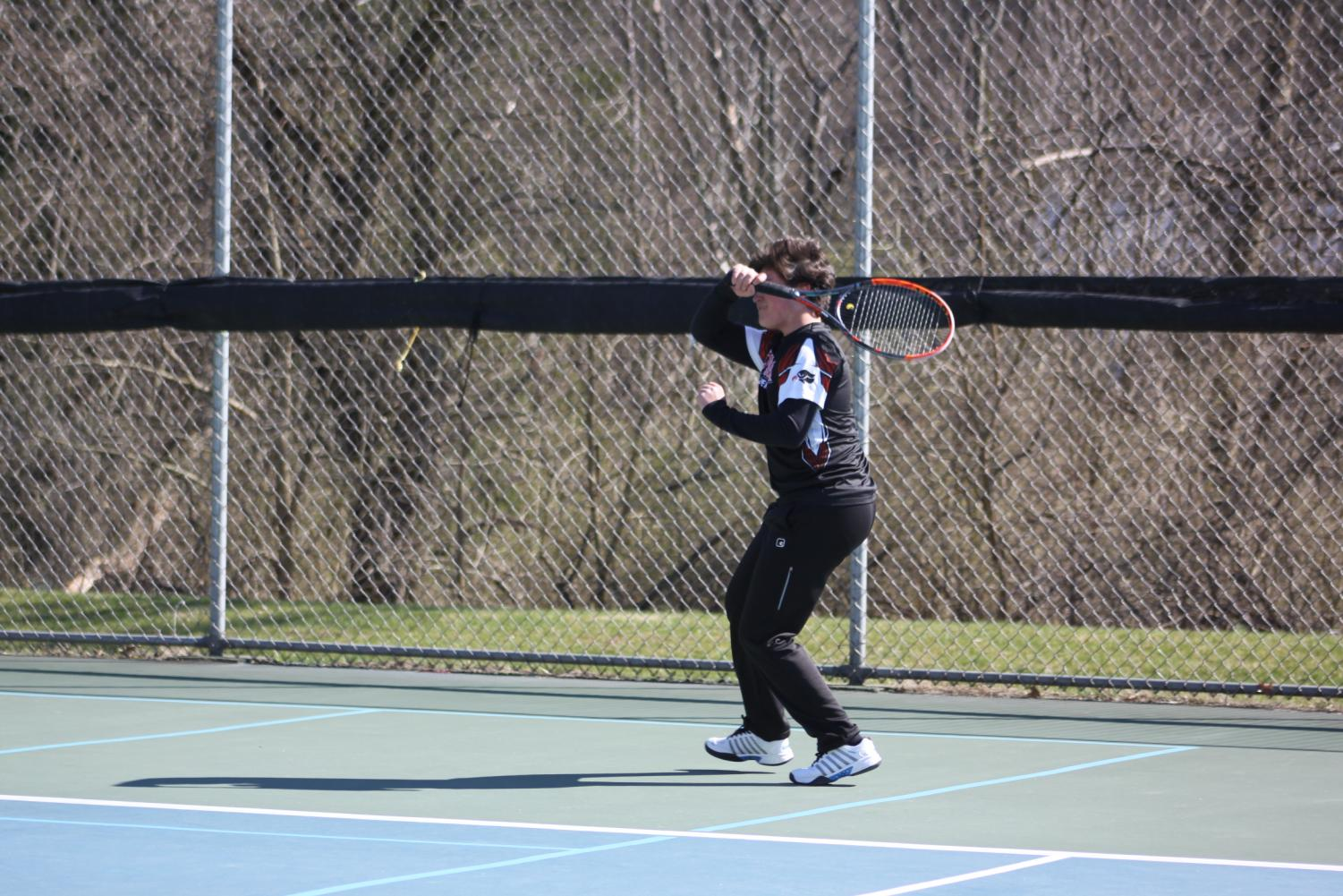 Victor+hitting+a+forehand+