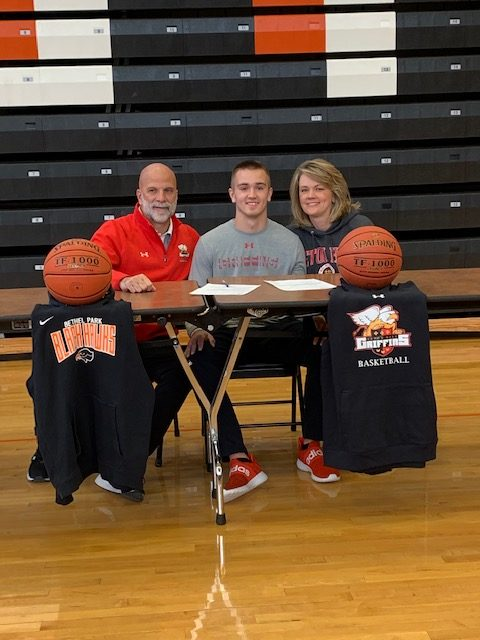 Ryan+Meis+poses+with+his+dad+and+mom+after+signing+his+NLI.
