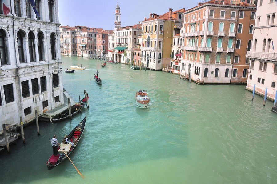 The+water+streets+of+Venice+are+canals+which+are+navigated+by+gondolas+and+other+small+boats.+During+daylight+hours+the+canals%2C+bridges%2C+and+streets+of+Venice+are+full+of+tourists+eager+to+experience+the+romance+of+this+great+travel+destination.+As+night+engulfs+the+town%2C+tourists+enjoy+some+fine+dining+at+one+of+the+many+restaurants%2C+leaving+the+waterways+and+streets+quiet.