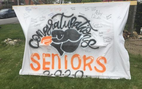 Seniors 2020 poster displaying many senior signatures outside the Tarr's house.