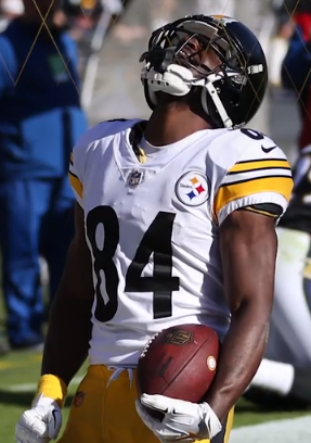 Brown showing emotion in a Steelers jersey in 2018.