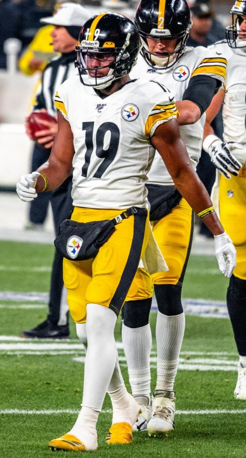 JuJu Smith-Schuster playing for the Pittsburgh Steelers in a game against the Cleveland Browns in 2019.