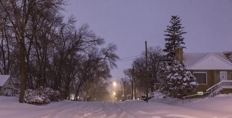 A snowy night near France Avenue North and Shoreline Drive in Robbinsdale, Minnesota