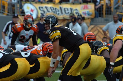Ben Roethlisberger takes a snap during a game against the Cincinnati Bengals in 2006.